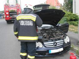 Kigyulladt egy gépkocsi motortere Salgótarjánban