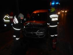 A tűzoltók áramtalanították a járművet