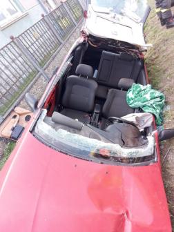 A tűzoltók feszítővágó berendezés segítségével szabadították ki a sofőrt