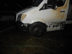 A megrongálódott kisteherautó